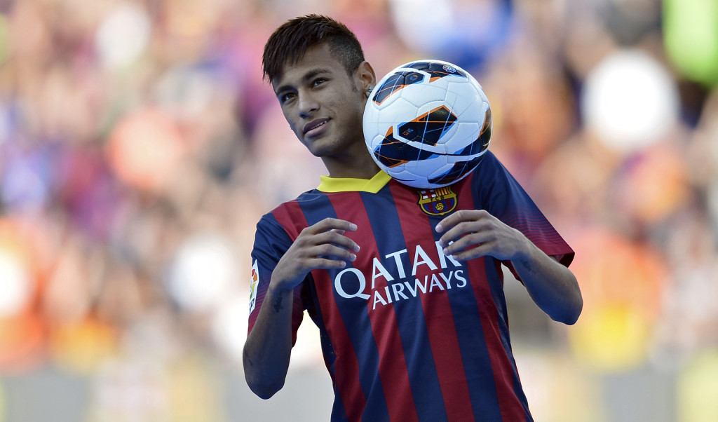 Neymar wearing Barcelona's new jersey in 2013-2014