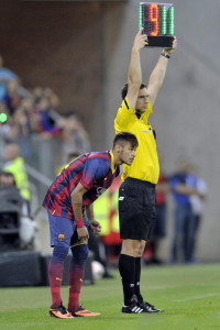 Neymar coming on to the pitch to play for Barcelona, for the first time on his life