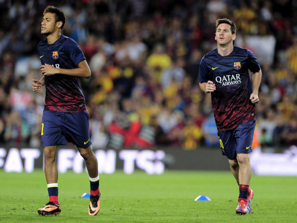 Neymar and Messi warming up next to each other, in FC Barcelona 2013-2014
