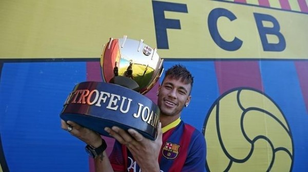 Neymar holding the first trophy he won in Barcelona, in 2013-2014