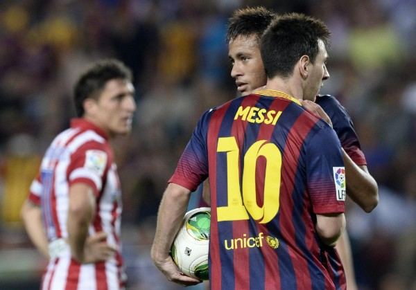 Neymar Jr and Lionel Messi talking in a Barcelona vs Atletico Madrid game, in 2013