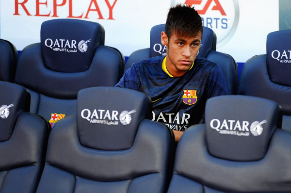 Neymar Jr. on Barcelona bench, in the match against Levante