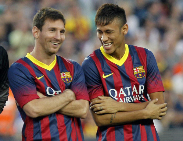 Neymar next to Lionel Messi, smiling and laughing