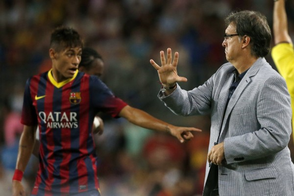 Tata Martino and Neymar, during Barcelona vs Santos, in 2013