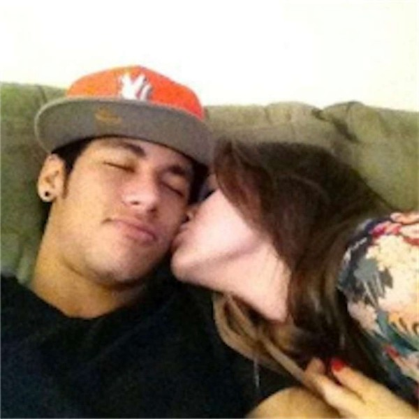 Bruna Marquezine kissing Neymar on the cheek