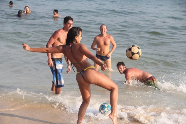 Bruna Marquezine, Neymar girlfriend playing football/soccer on the beach