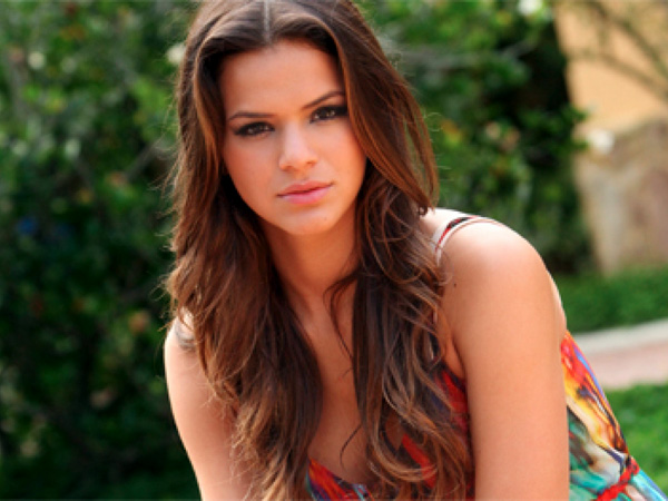 Bruna Marquezine, Neymar WAG in 2013 and 2014