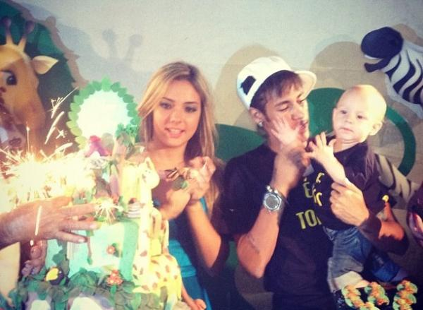 Carolina Dantas and Neymar, at their son's birthday party