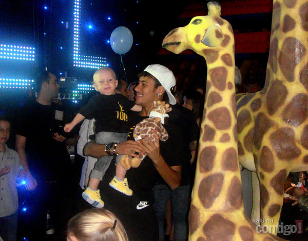 Neymar and his son in the zoo