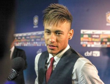 Neymar blonde hairstyle for an executive look