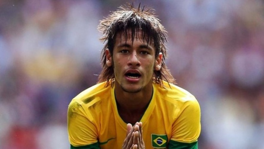 Neymar long and layered hairstyle in Brazil National Team