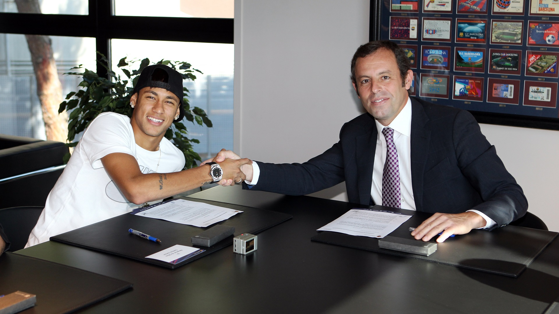 Neymar signing his new 5-year contract with Barcelona and Sandro Rosell
