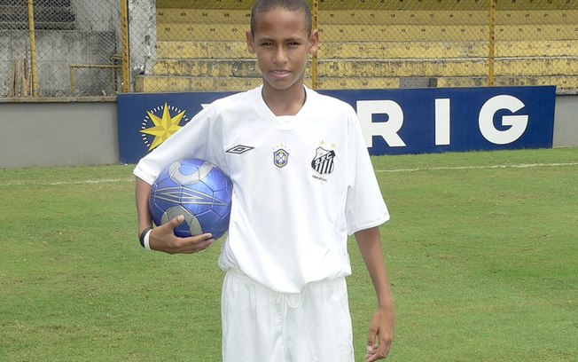 Neymar with his head shaved when he was a kind and youngster at Santos