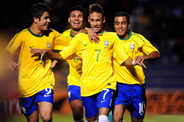 Neymar with Lucas Moura and Casemiro, in the Brazilian National Team