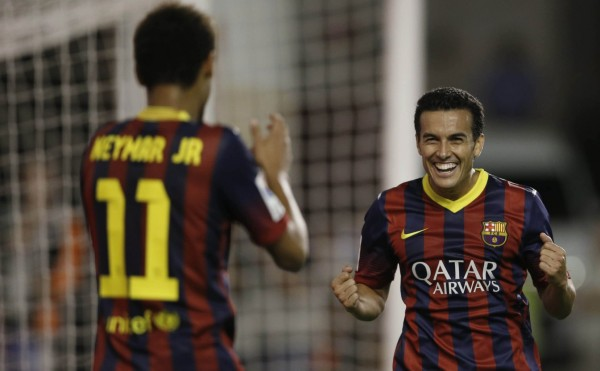 Pedro thanking Neymar for his assist, in Rayo vs Barcelona