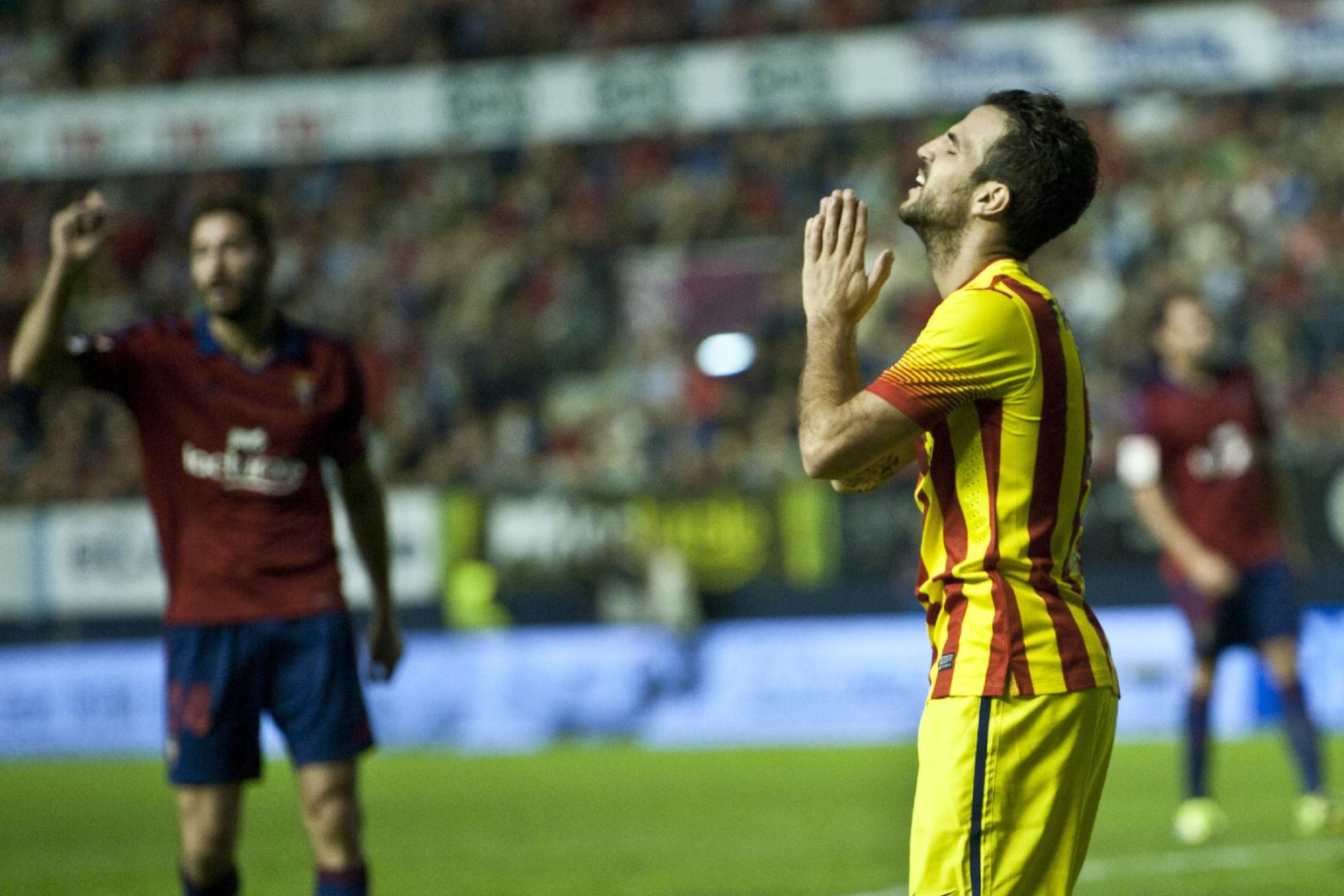 Fabregas frustrated, praying in Barcelona game 2013-2014