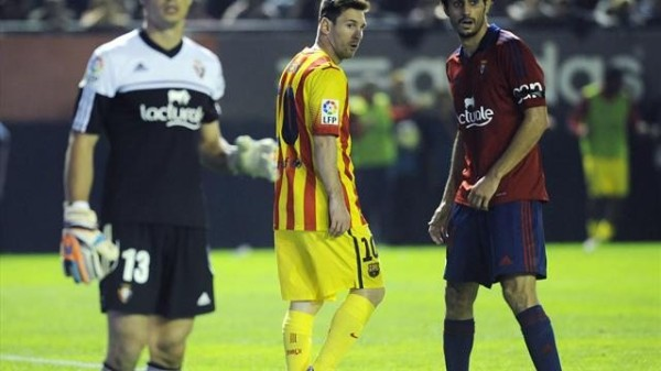 Lionel Messi playing in Osasuna vs Barcelona