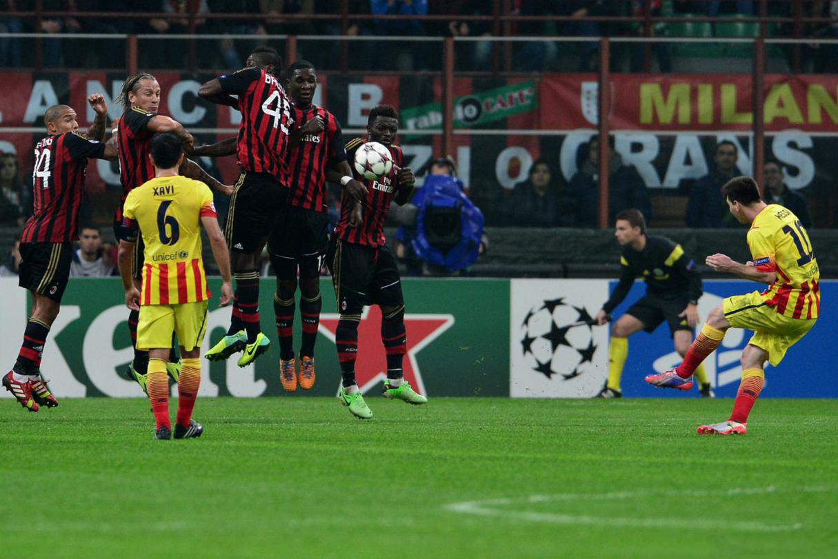 Lionel Messi taking a free-kick, in Milan 1-1 Barcelona