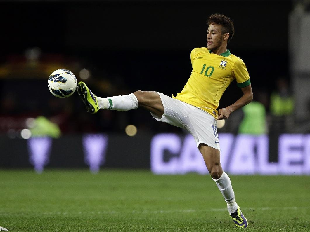 Neymar agility and flexibility in Brazil