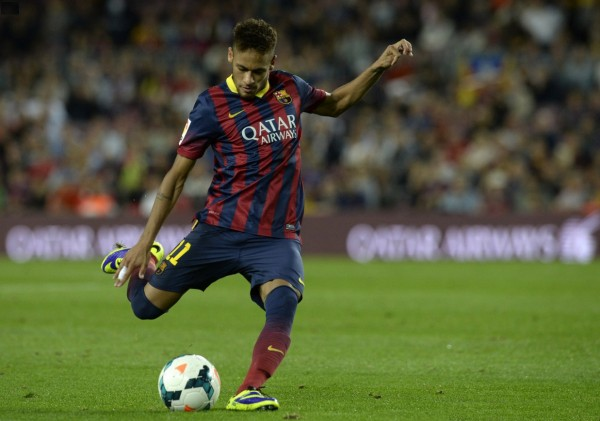 Neymar Jr. shooting with his right-foot, in Barcelona vs Valladolid