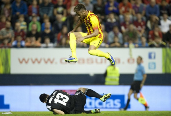Neymar jumping and flying over a goalkeeper