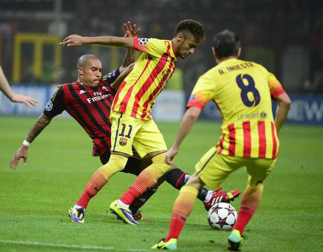 Neymar losing the ball in AC Milan vs Barcelona, in 2013-2014