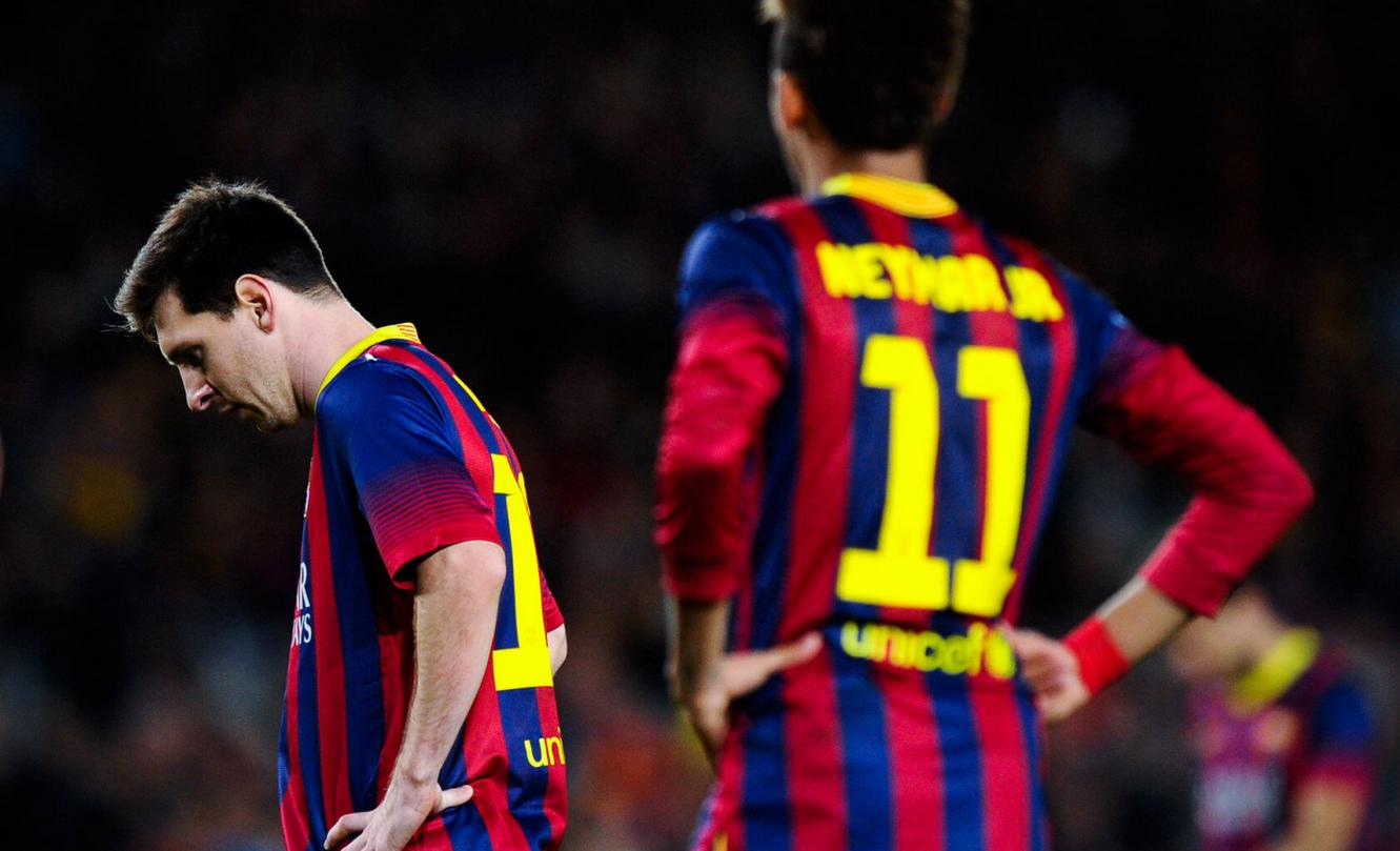 Lionel Messi uninspired and Neymar standing near him