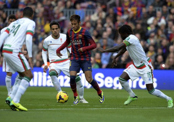 Neymar surronded by defenders in a game for Barcelona in 2013-2014