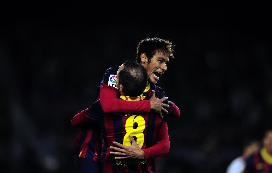 Neymar jumping and hugging Iniesta