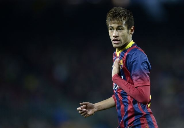 Neymar touching his own chest