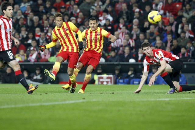 Neymar trying to score a goal, in Athletic Bilbao vs Barcelona