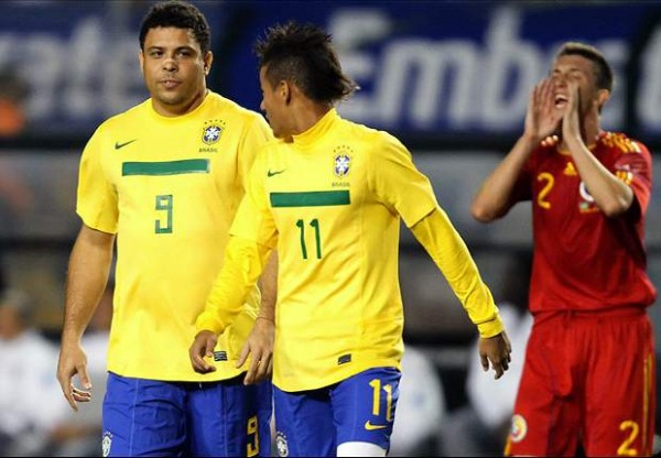 Ronaldo and Neymar playing together for Brazil