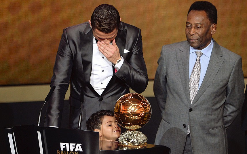 Cristiano Ronado next to his son, durnig the speech for the FIFA Ballon d'Or 2013