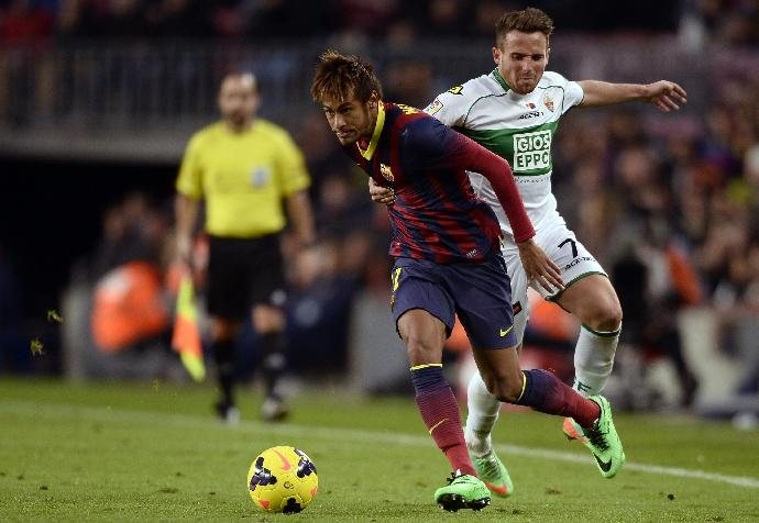 Neymar getting some playing minutes in Barcelona vs Elche, in 2014