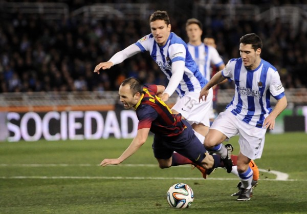 Andrés Iniesta getting fouled