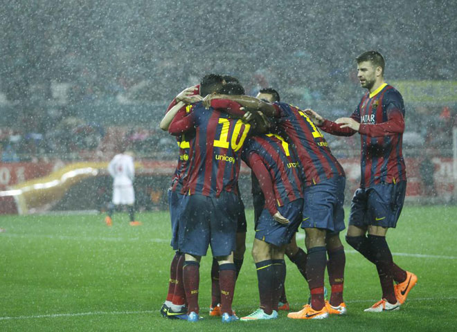 Barcelona team players celebrating goal in 2014