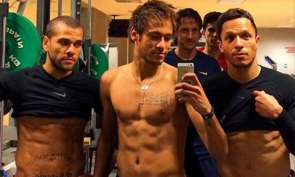 Neymar, Adriano and Daniel Alves showoff their abs