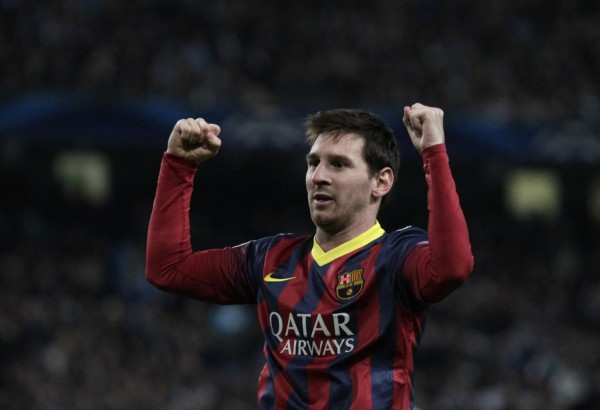 Lionel Messi raises his two hands up