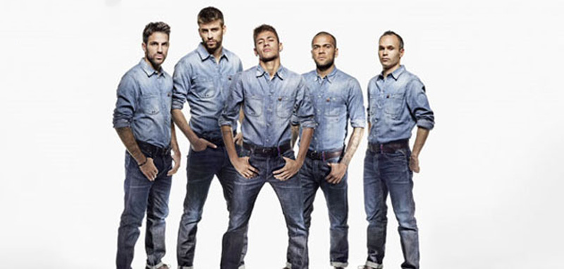 Fabregas, Piqué, Neymar, Daniel Alves and Iniesta, in casual outfits
