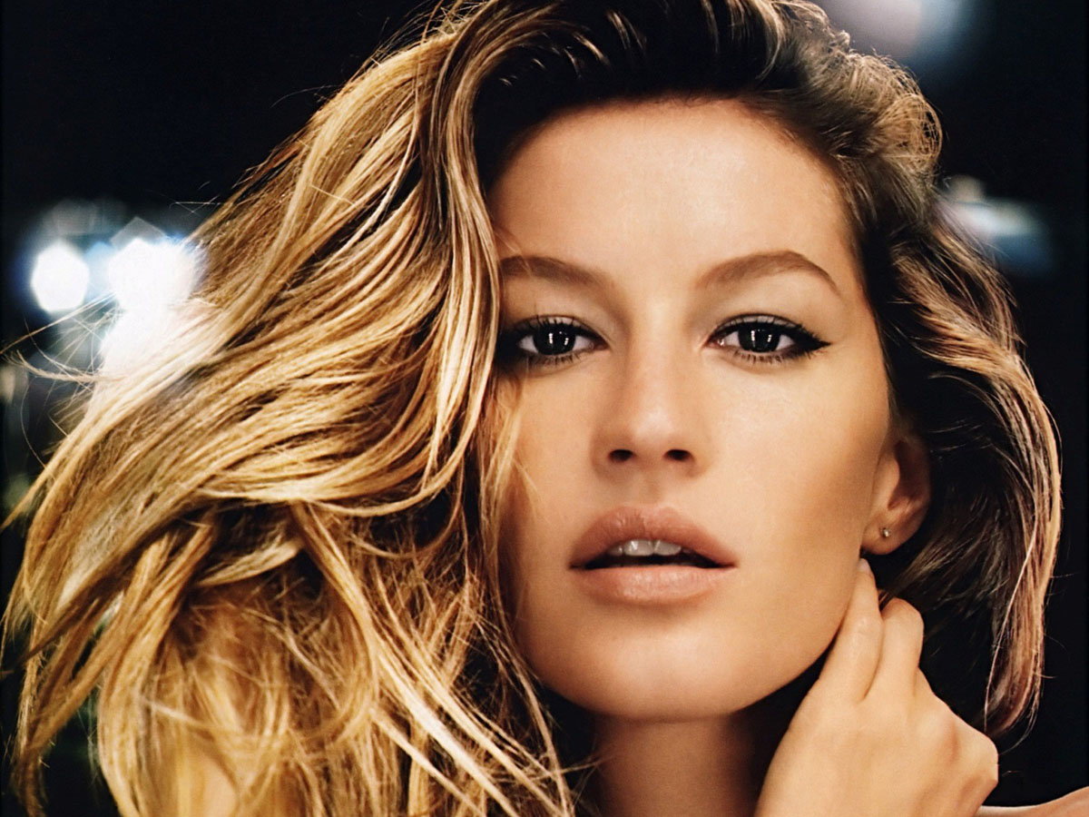 Gisele Bundchen in Victoria Secrets
