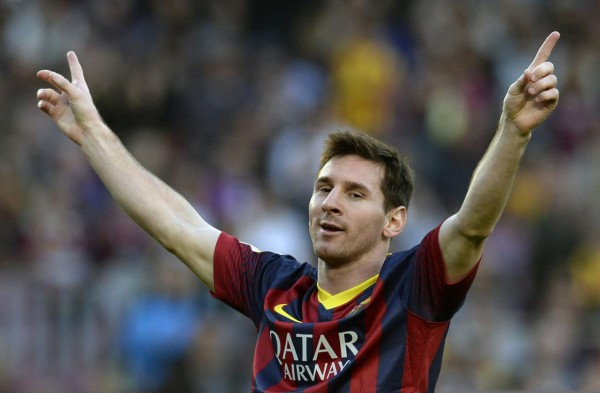 Lionel Messi raising his two arms to celebrate a goal