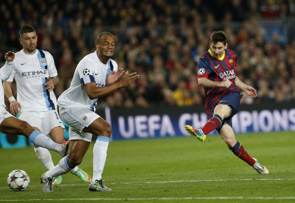 Lionel Messi shooting, with Kompany closing his eyes