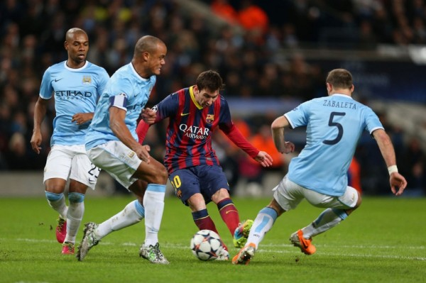 Lionel Messi trying to find room near to Vincent Kompany