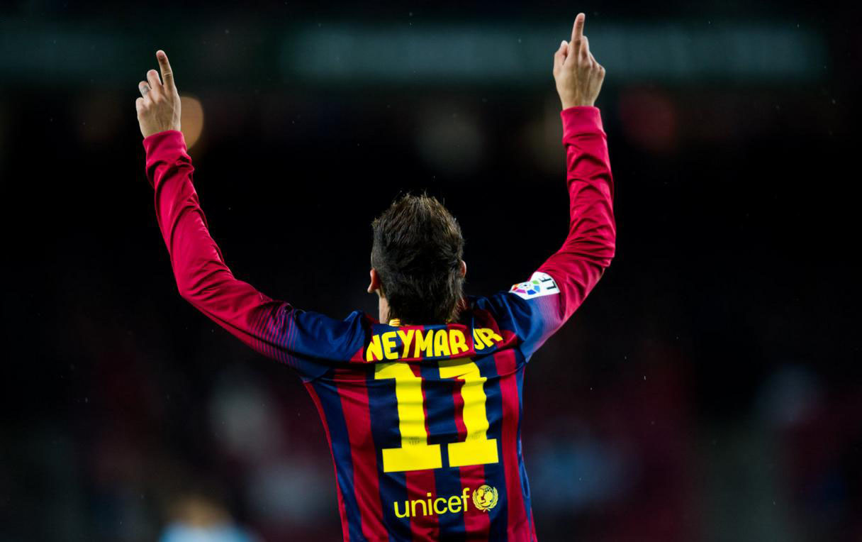 Neymar pointing his fingers to the sky