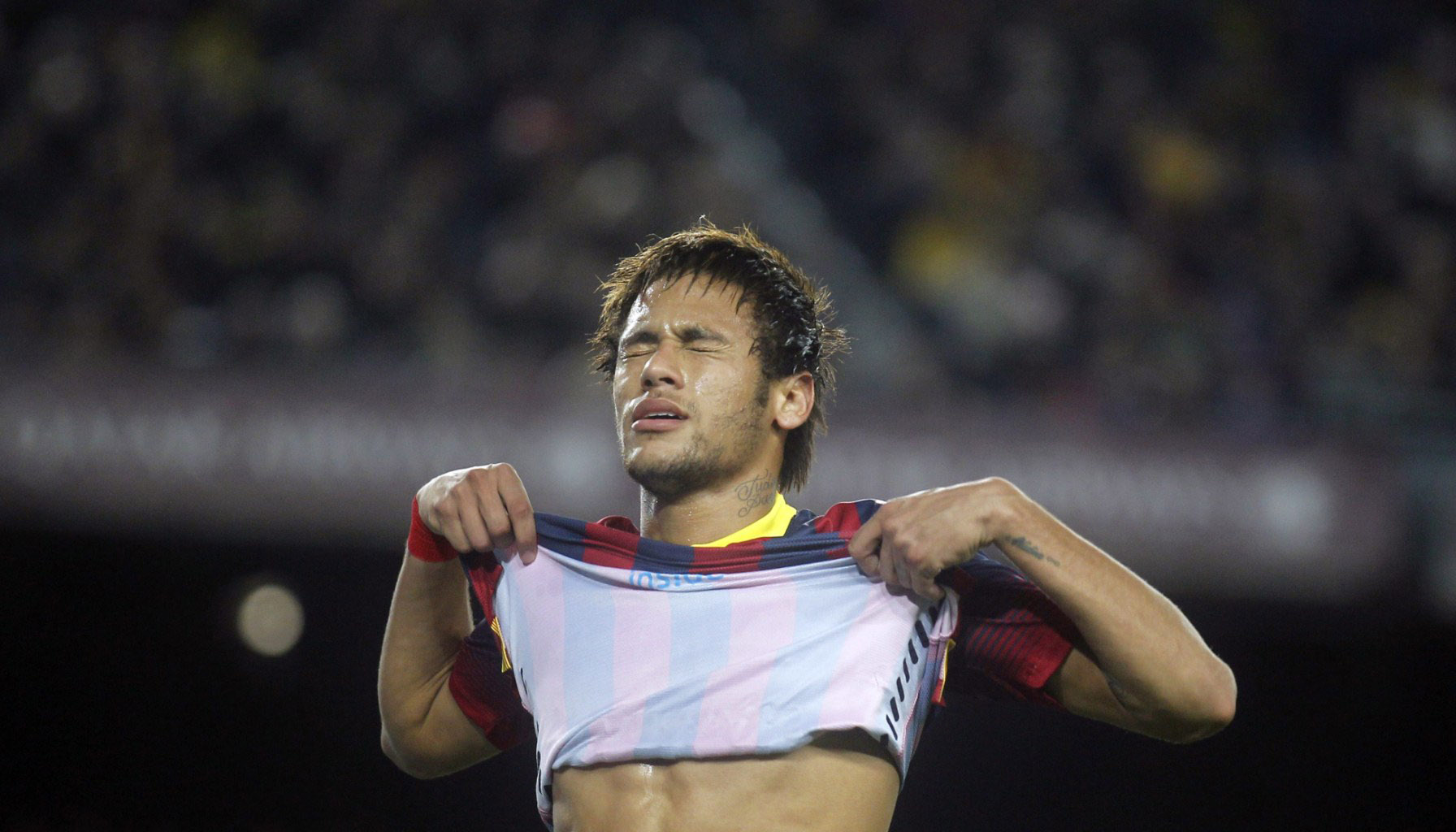 Neymar pulling his shirt off