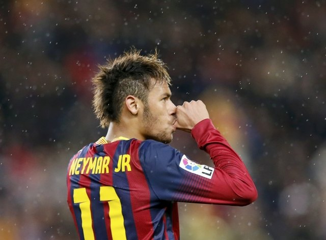 Neymar sucking his thumb as he dedicates his goal to his son