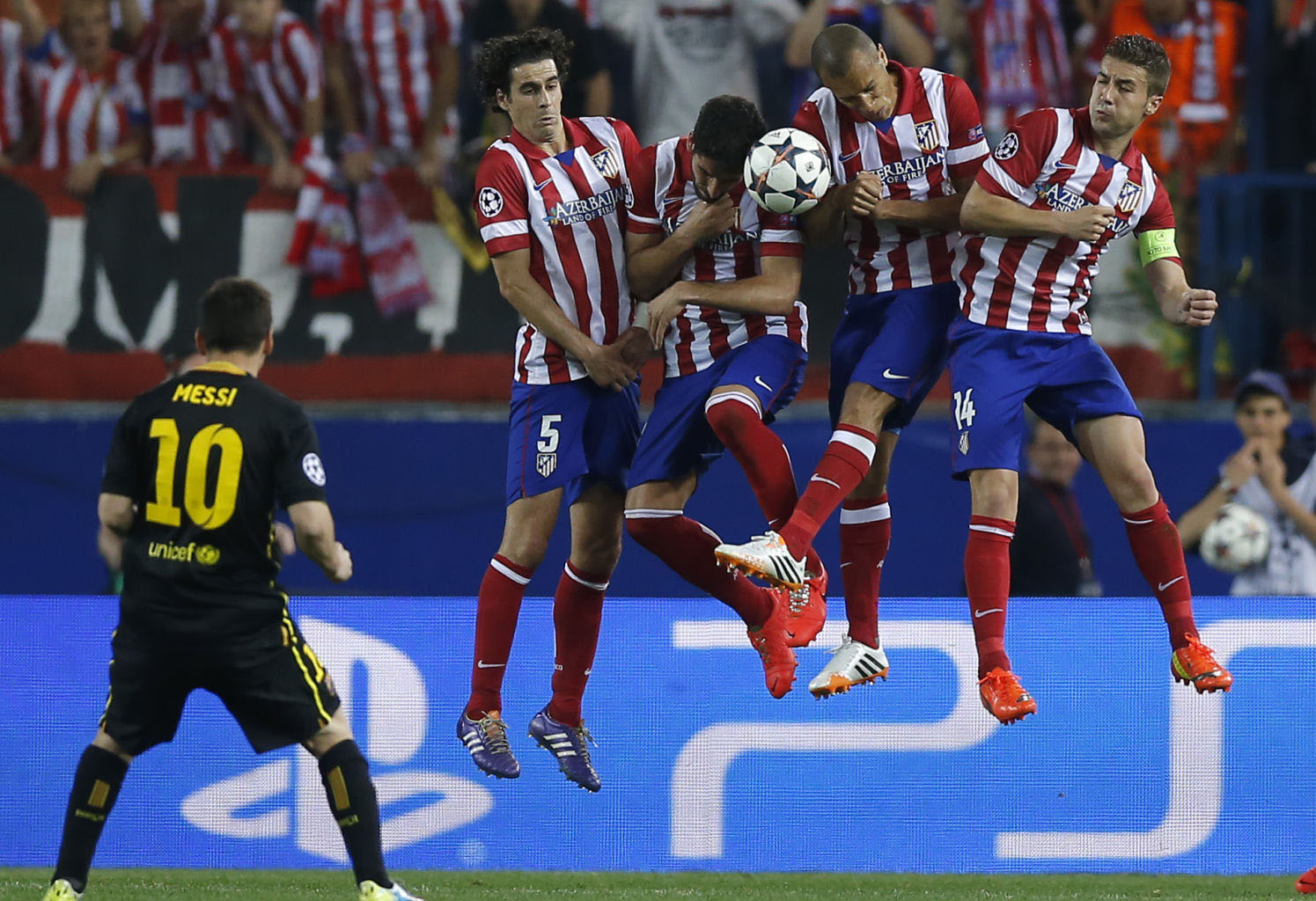 Lionel Messi hitting Atletico's wall on a free-kick