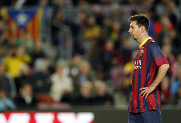 Lionel Messi looking lethargic in Barcelona game