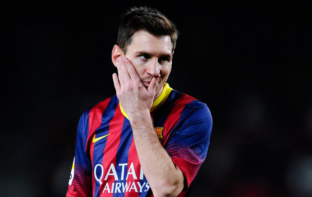 Lionel Messi scratching his own face