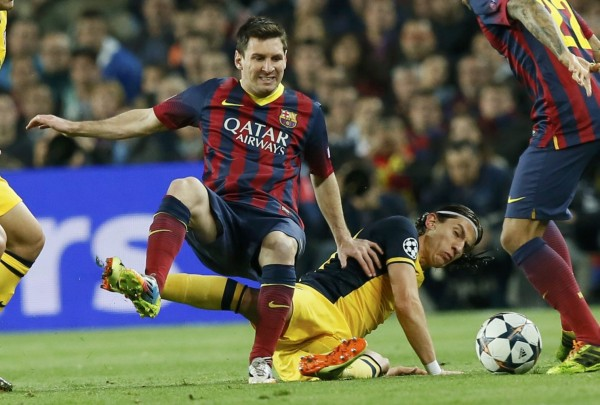 Lionel Messi tackled from behind, in Barcelona vs Atletico Madrid